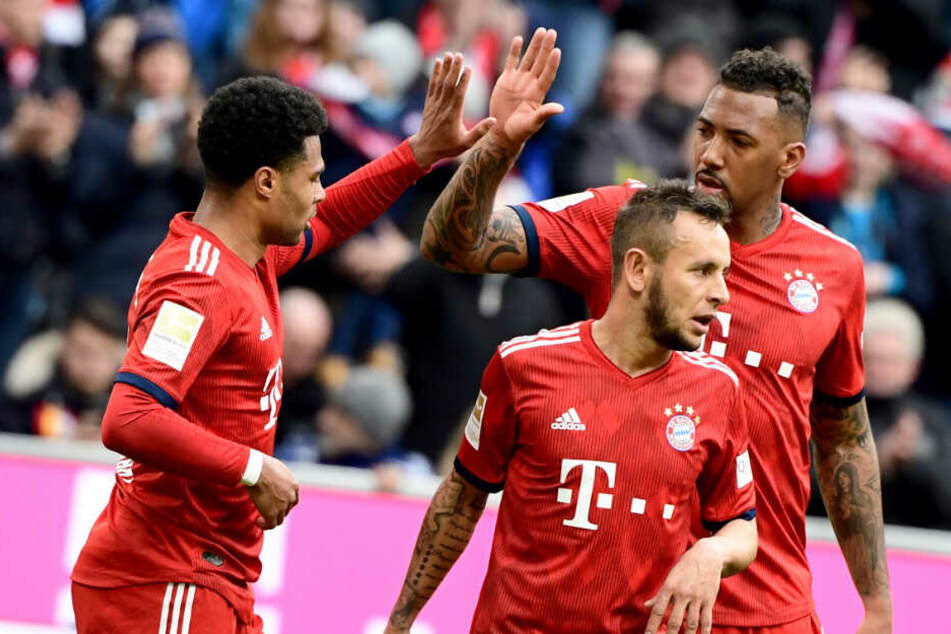 Serge Gnabry, Rafinha und Jerome Boateng bejubeln den Treffer zur 1:0-Führung.