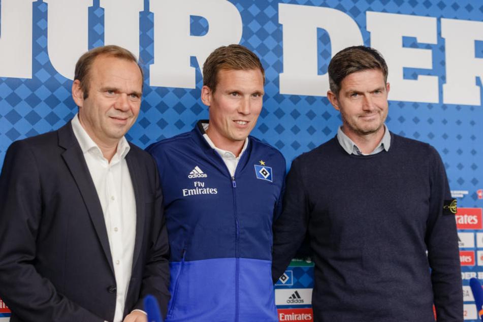 Vorstandschef Bernd Hoffmann (l), Chefcoach Hannes Wolf (M) und Sportvorstand Ralf Becker (r).