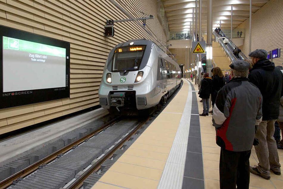 Wer bislang die S 5 nutzte, muss jetzt auf die S 3 und den Schienenersatzverkehr umsteigen.