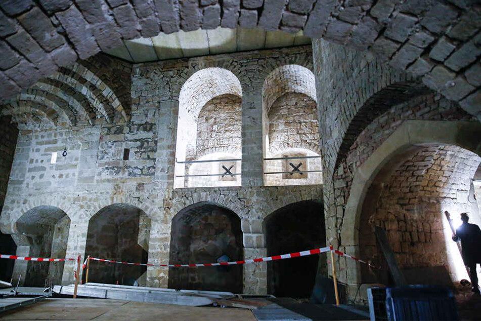 Dresdens Festung: Auch der Große Kanonenhof mit den Wehrgängen wird mit moderner Technik erlebbar gemacht.