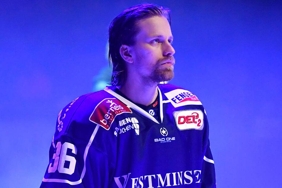 Kapitän René Kramer (31) bleibt bei den Dresdner Eislöwen.