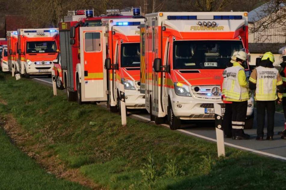 Mehrere Rettungswagen kamen bei dem Busunfall zum Einsatz.