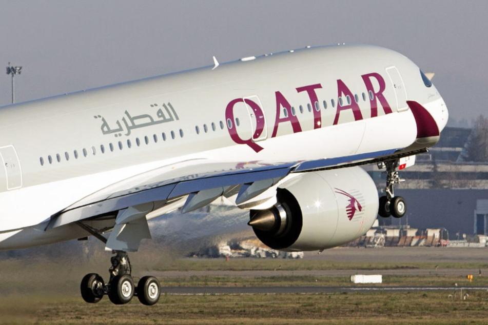 Die Maschine der Qatar Airways musste notlanden.