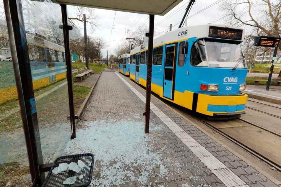 Vandalismus und kein Ende: Wieder Haltestellen zertrümmert