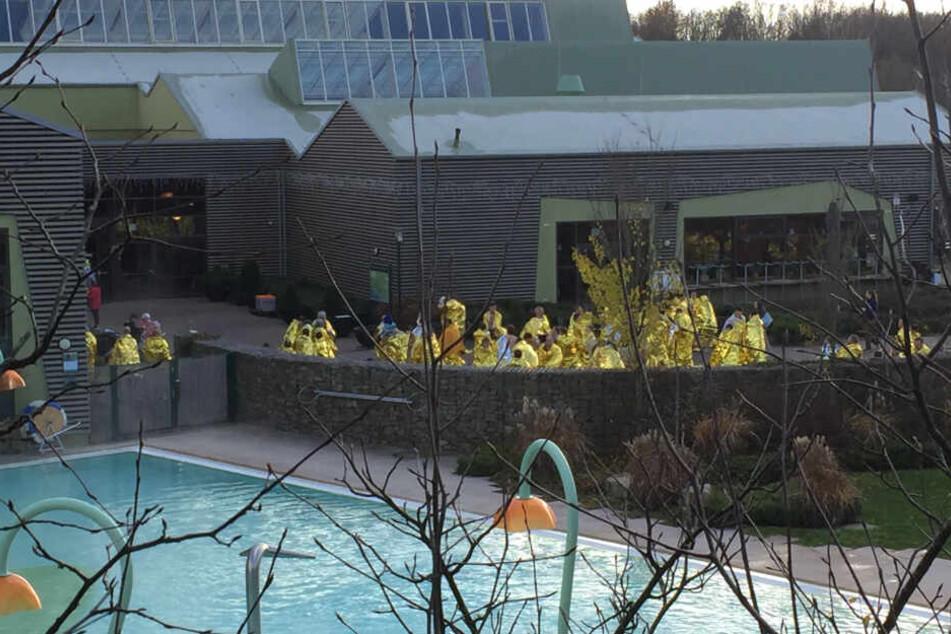 Feueralarm in Ferienpark! Schwimmbad und Wellnessbereich evakuiert