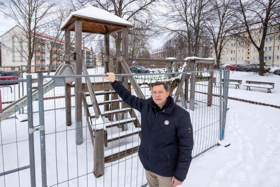 Die Sanierung des Spielplatzes in der Lortzingstraße ist Stadtrat Andreas Schmalfuß (52) zu wenig.