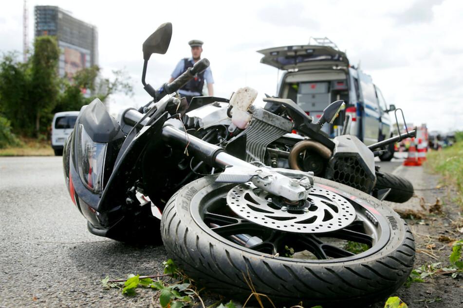 Bei einem Unfall mit zwei Motorrädern kam ein junger Mann ums Leben. (Symbolbild)