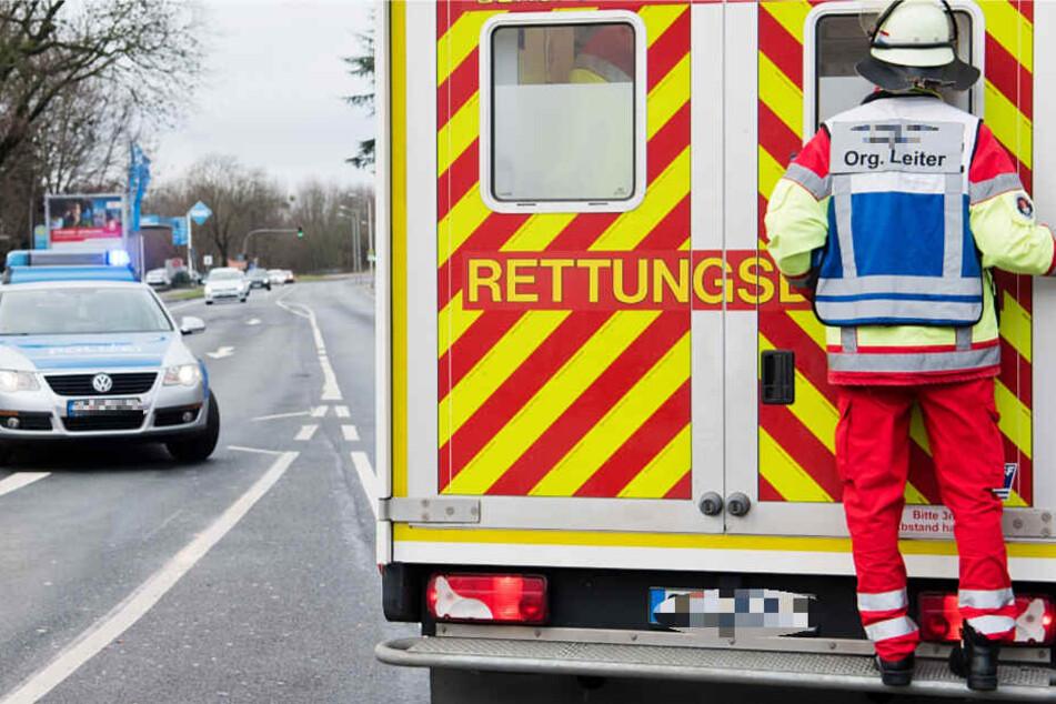 Der Rettungsdienst war schnell vor Ort und brachte die 87-Jährige in eine Klinik (Symbolbild).