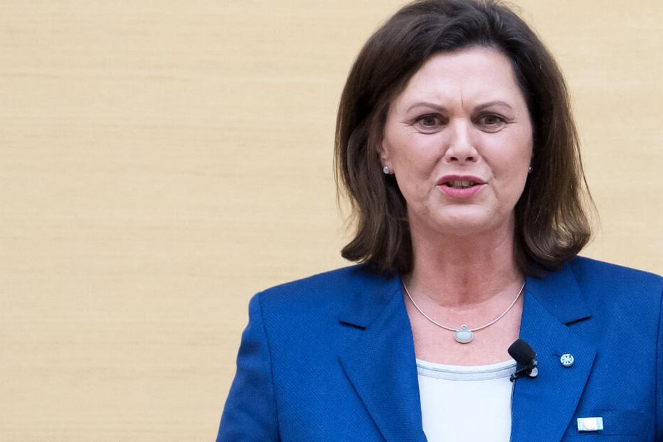 Landtagspräsidentin Ilse Aigner will an die Verbrechen während der Zeit des Nationalsozialismus erinnern.