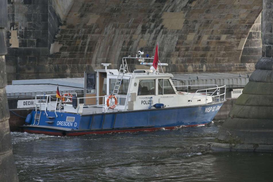 Die Wasserschutzpolizei zog am Sonntagnachmittag eine Frauenleiche aus der Elbe (Symbolbild).