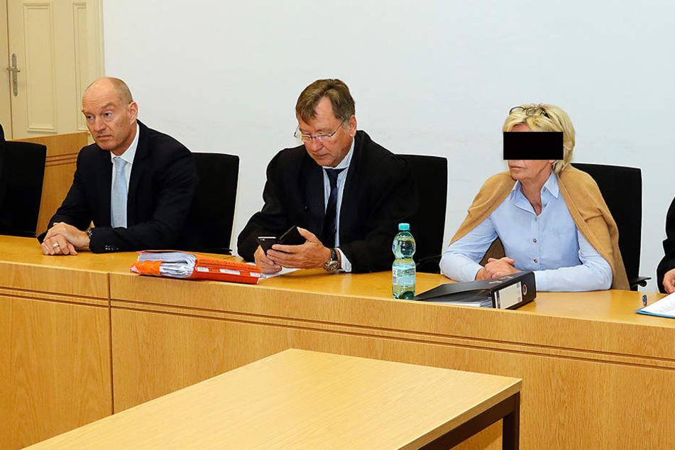 2017, Landgericht Chemnitz: Frank T. (53, l.) und Roswitha G. (59, 2.v.r.) werden wegen Subventionsbetrugs verurteilt.