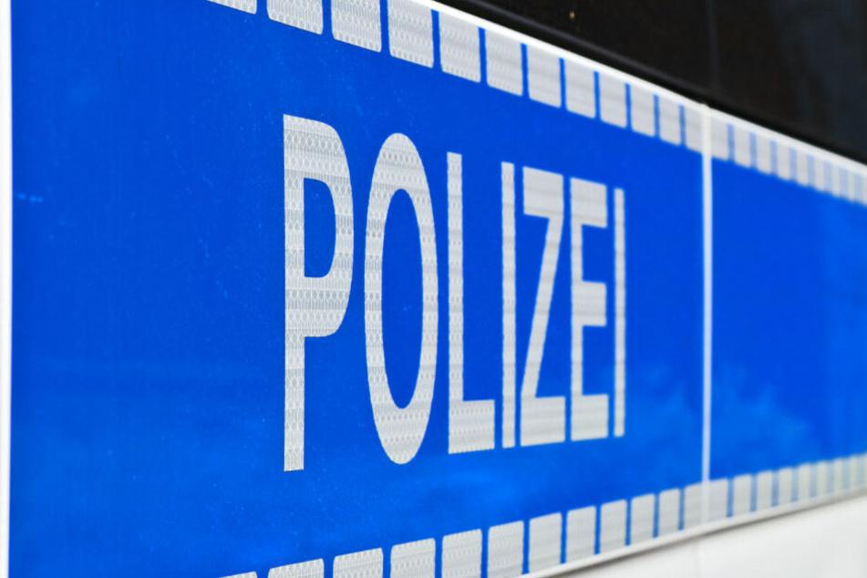 Ein Polizist wurde an der Hand verletzt. (Symbolbild)