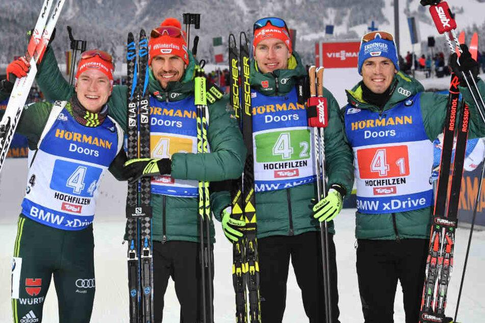 Die Drittplatzierten Benedikt Doll, Arnd Peiffer, Johannes Kühn und Simon Schempp (von links nach rechts im Bild) aus Deutschland beim Staffel-Weltcup in Hochfilzen (Österreich) im Dezember 2018.