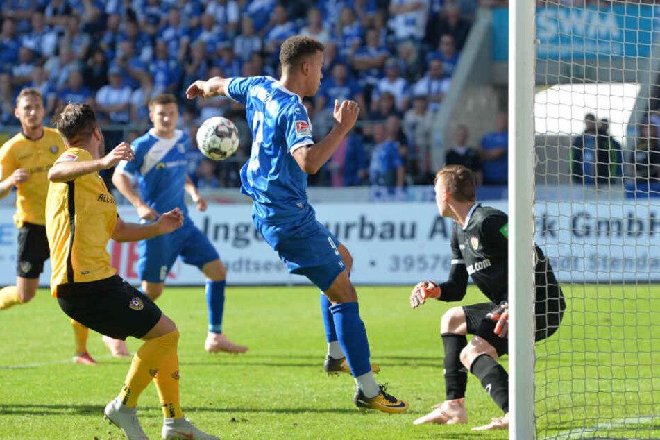 Nach einem Freistoß rutschte der Ball von Kreuzers Knie ins Tor - 2:1.