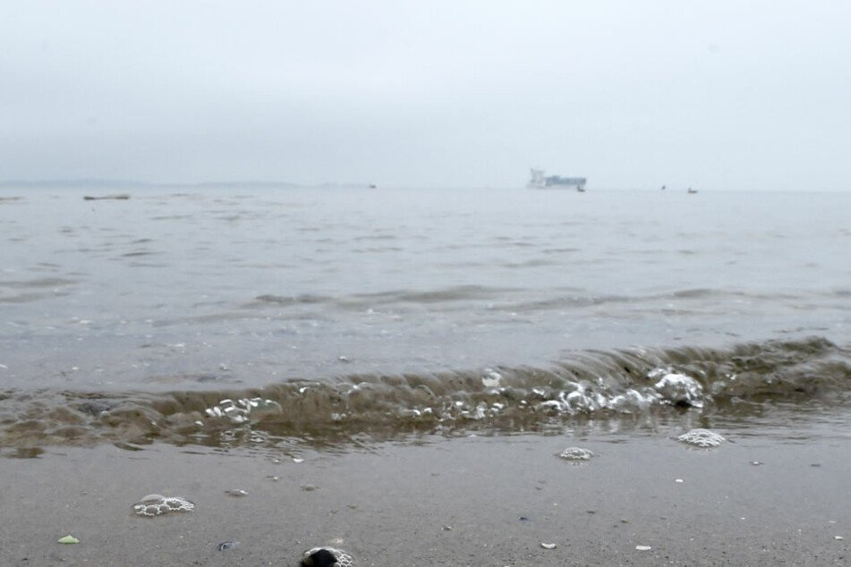 Identität noch unklar! Wasserleiche am Strand angeschwemmt