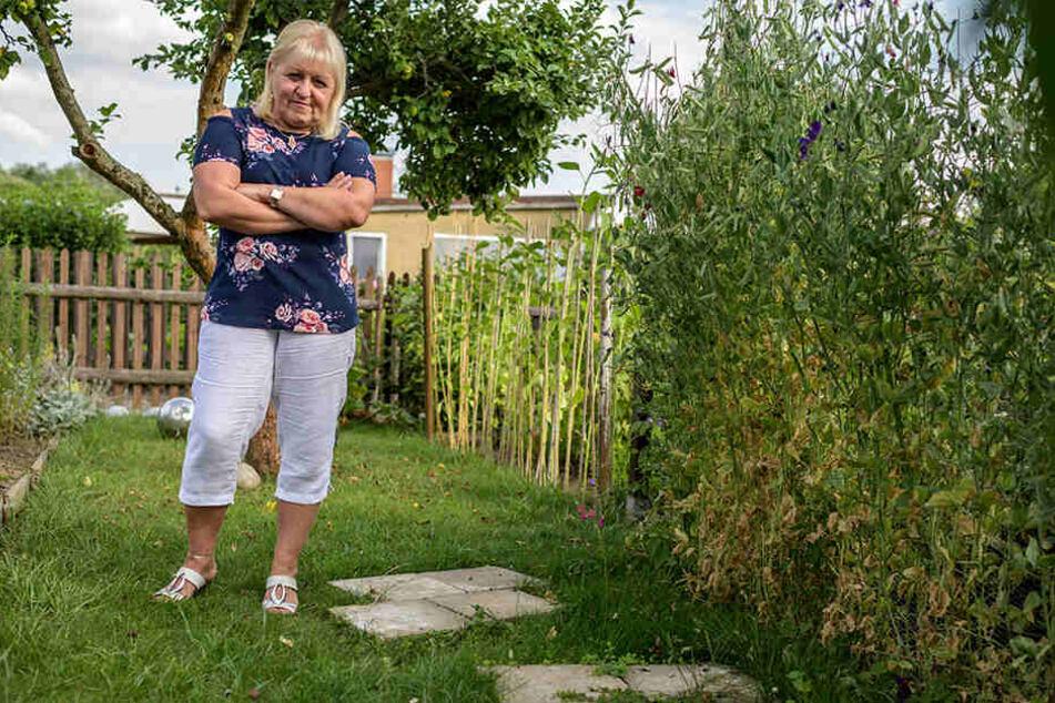 Regina Scholz (61) vermisst ihre Elefantenfiguren im Kleingarten.