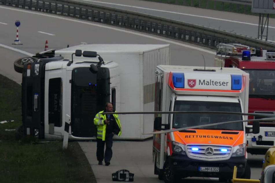 Auf der A38 ist am Samstag ein Lkw umgekippt.