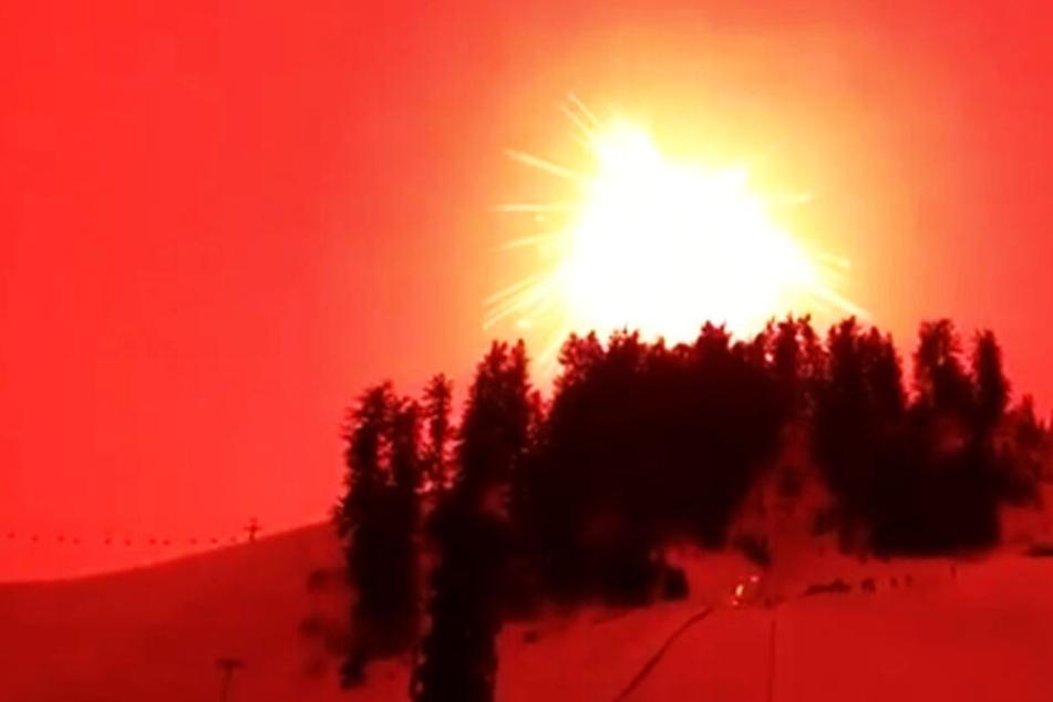 Was wie eine Explosion aussieht, ist in Wahrheit die Detonation der weltweit größten Rakete.