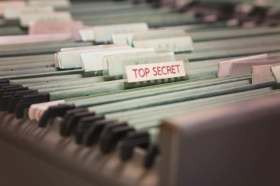 """Eine als """"top secret"""" (zu Deutsch: """"streng geheim"""") deklarierte Akte (Symbolbild)."""