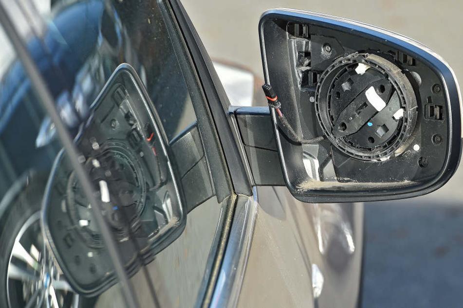 An 18 Autos wurden wie hier die Gläser der Seitenspiegel geklaut.