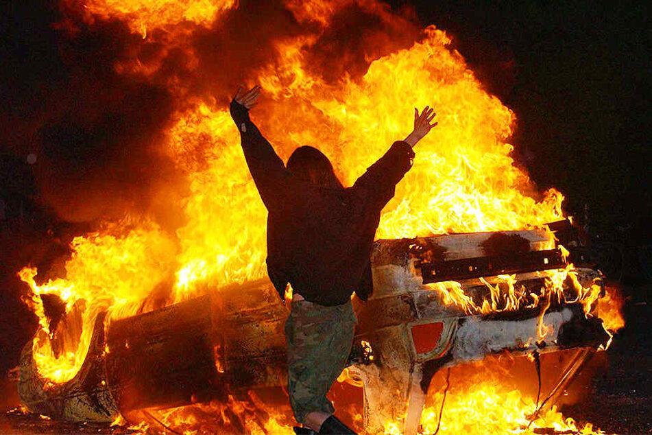 In Münster brannten im April 2016 mehrere teure Autos ab. (Symbolfoto)