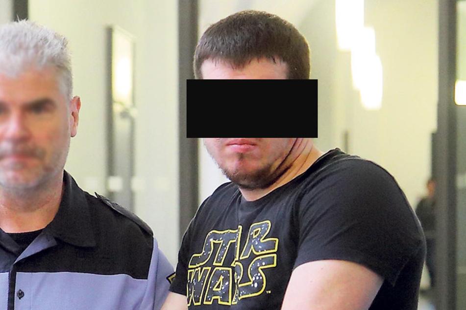 Jakub K. (23) ist einschlägig vorbestraft. Jetzt hockt der Autodieb wieder  vor Gericht.