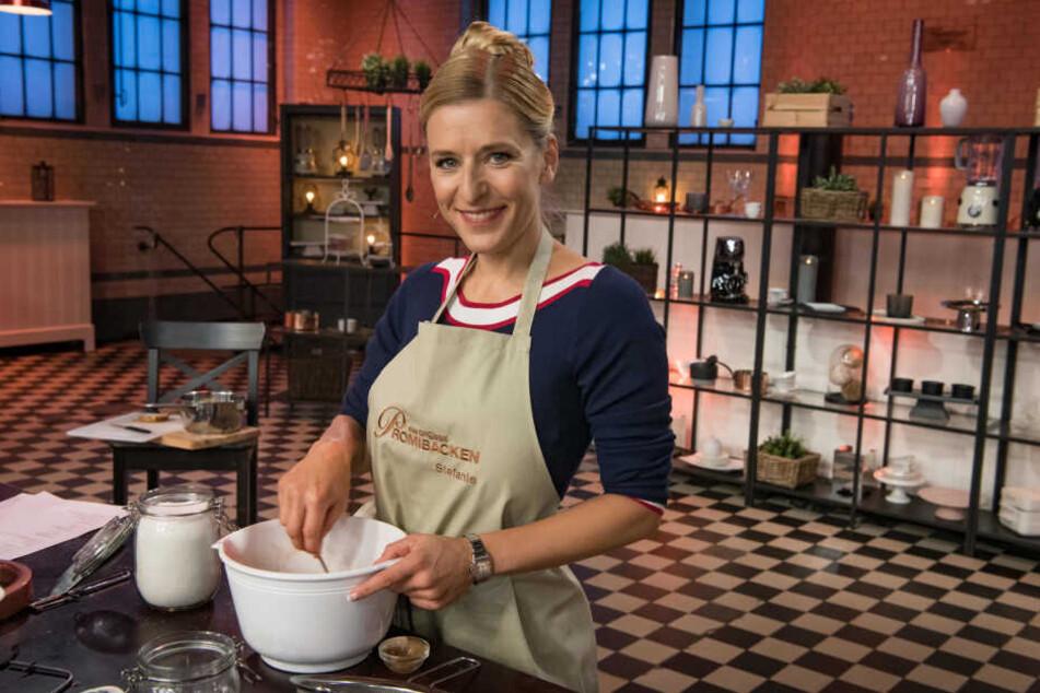 Und wieder eine Runde weiter: Mit ihren veganen Kreationen begeistert Sängerin Stefanie Hertel (40) als Bäckerin.