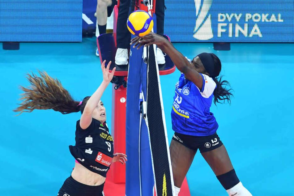 Krystal Rivers (re.) war die Spielerin, die bei Stuttgart die Punkte machte.