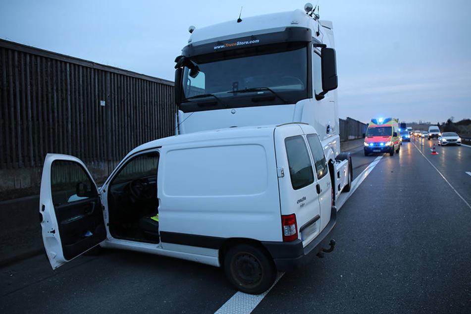 Der Laster schob den Citroen noch rund 150 Meter mit, bevor beide Fahrzeuge zum Stehen kamen.