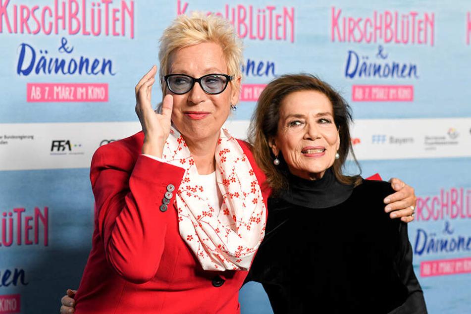 """Regisseurin Doris Dörrie (li.) und Hannelore Elsner bei der Premiere des Films """"Kirschblüten und Dämonen"""" am 28.02.2019 in München."""