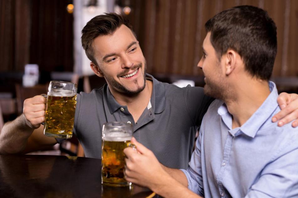Huch! Forscher finden heraus: Bier macht schwul