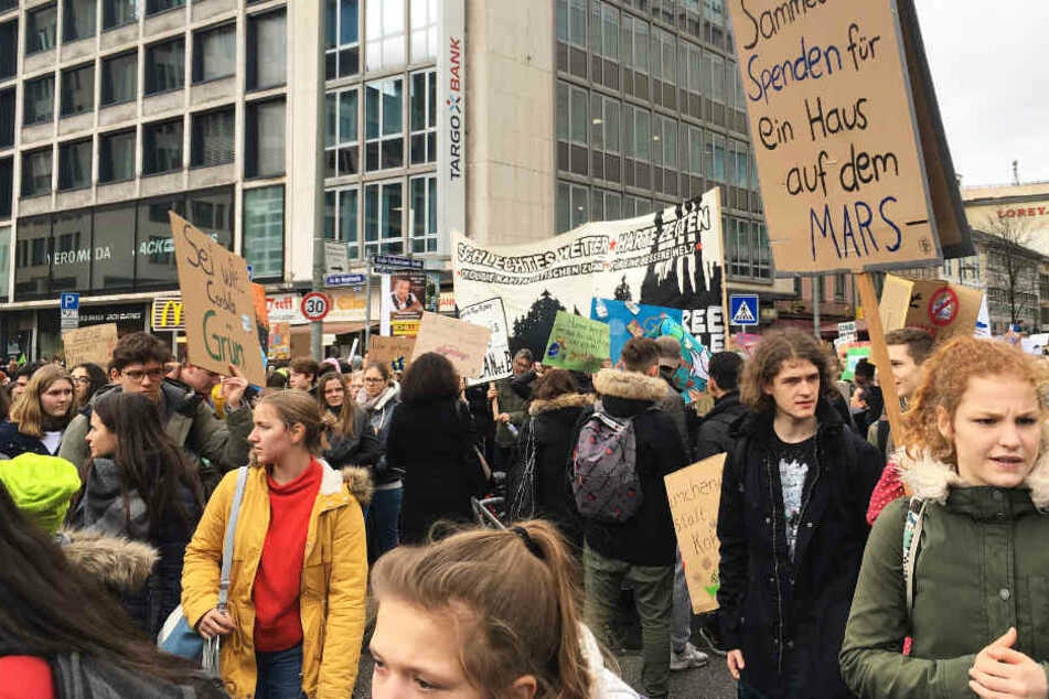 Der Protestzug erreichte gegen 14 Uhr die Hauptwache in Frankfurt