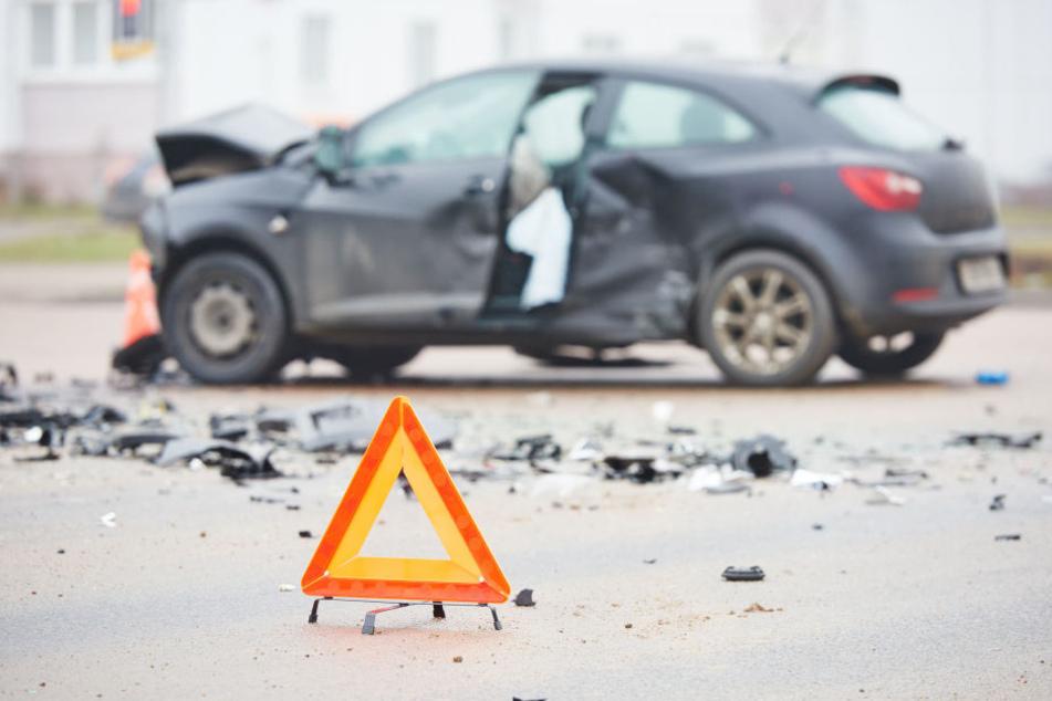 Am Mittwoch hatten gleich vier Autos auf der BAB8 einen Unfall. (Symbolbild)