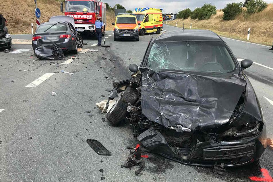 Tödlicher Unfall im Vogtland: Beifahrerin stirbt bei Kreuzungs-Crash