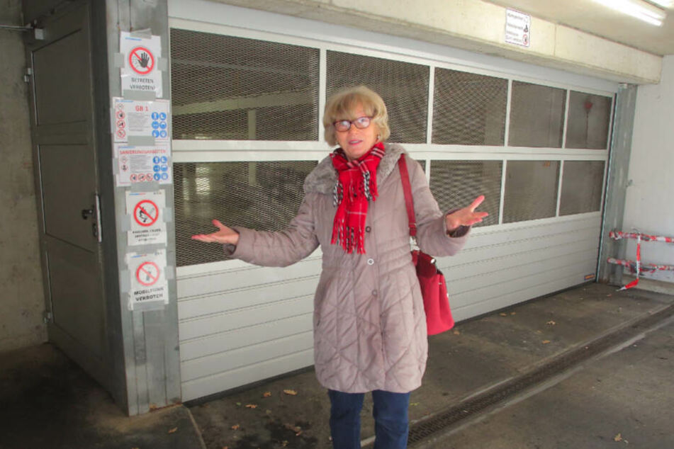 Schloss ausgetauscht, keine Informationen: Mieterin Bärbel Schröter (68) ärgert sich über die Hausverwaltung.