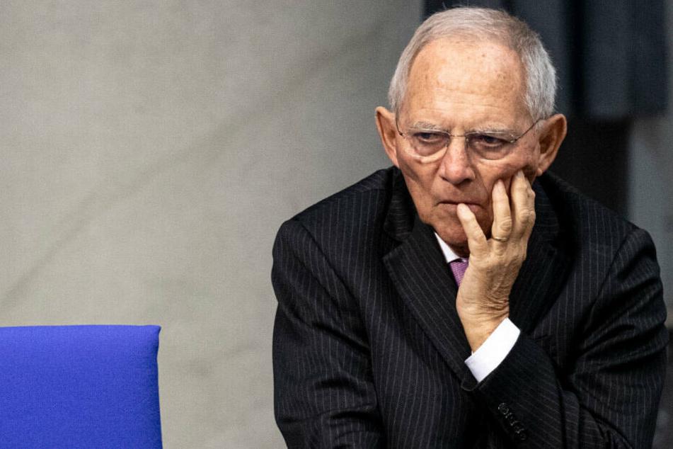 Bundestagspräsident Wolfgang Schäuble (77, CDU) schaut nachdenklich im Bundestag. (Archivbild)