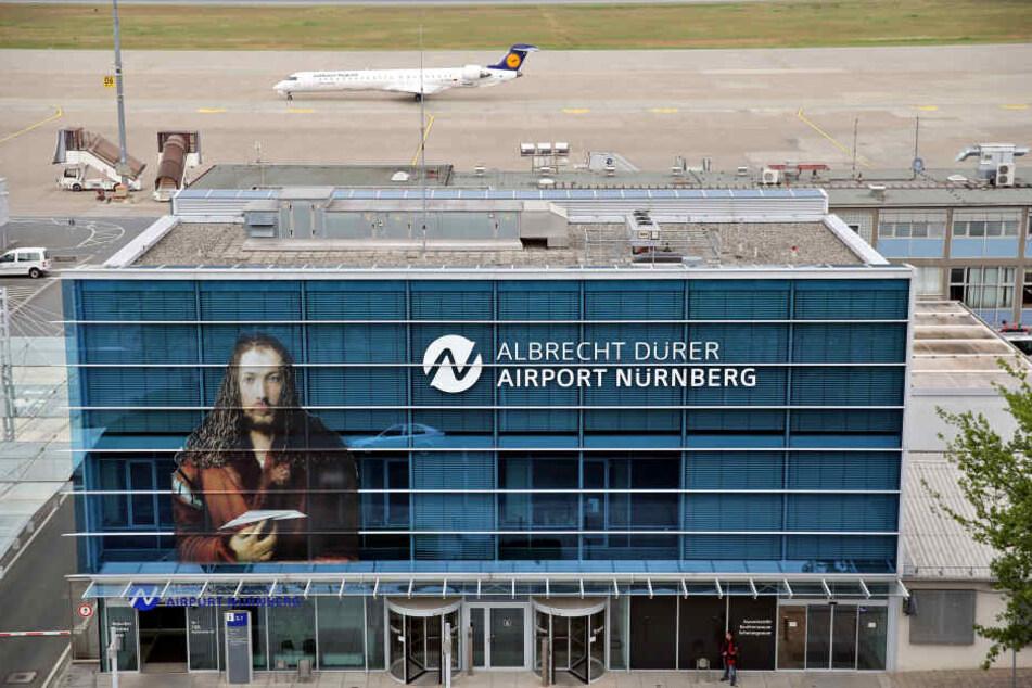 Die Ermittlungen am Nürnberger Flughafen dauern weiter an. (Archivbild)