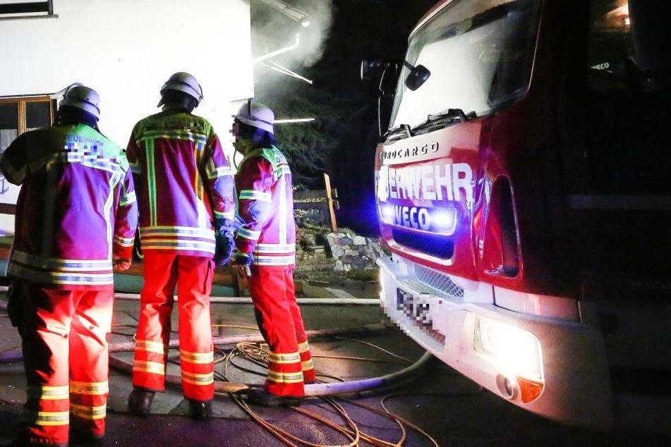 Feuer in Langener Mehrfamilienhaus: Alle Bewohner müssen raus!