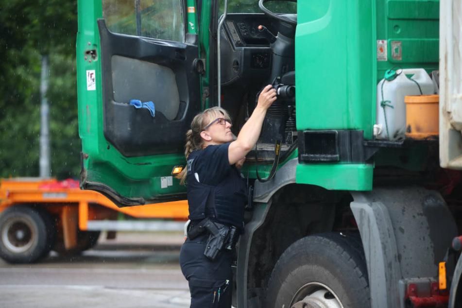 Mehr oder weniger zufällig fanden die Polizisten den toten Brummi-Fahrer. (Symbolbild)