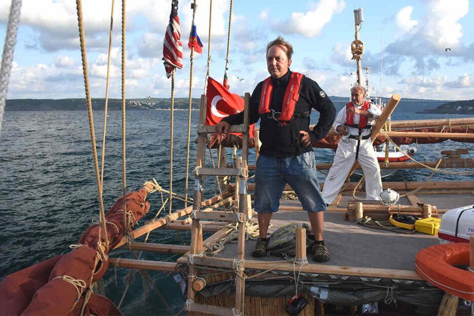 "Dominique Görlitz (53) auf dem Schilfboot ""Abora IV""."