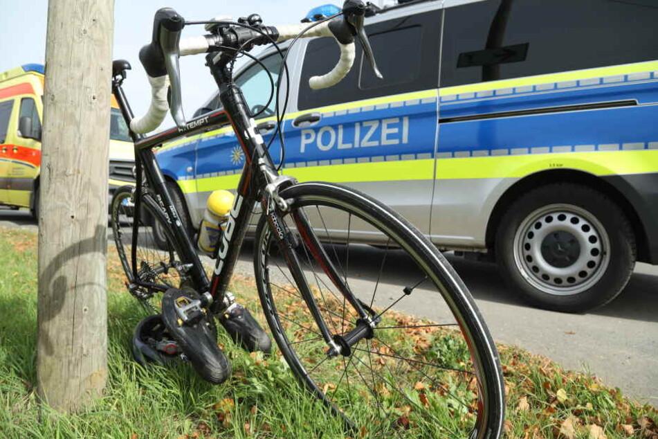 Ein Radfahrer stürzte bei Herzogswalde und kam ums Leben.