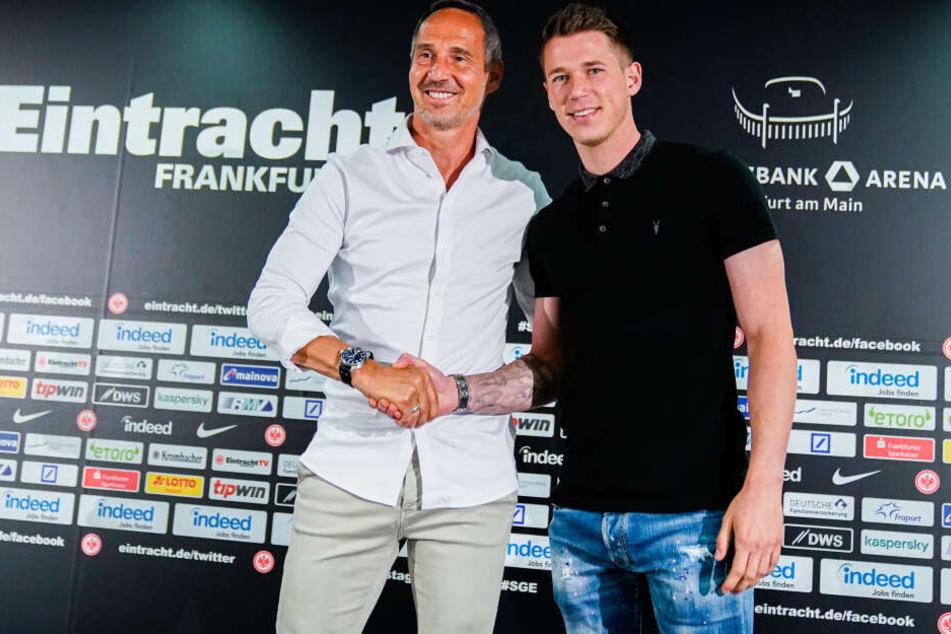 Weltmeister und Ex-BVB-Profi Erik Durm wurde im Laufe der Saisoneröffnungs-Pressekonferenz als weiterer Eintracht-Neuzugang vorgestellt.