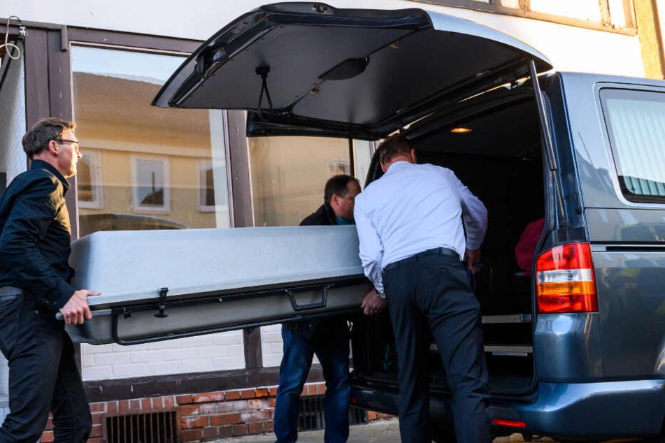 In Wittingen in Niedersachsen wurden zwei weitere Leichen entdeckt, die in Zusammenhang mit den Armbrust-Toten aus Passau stehen.