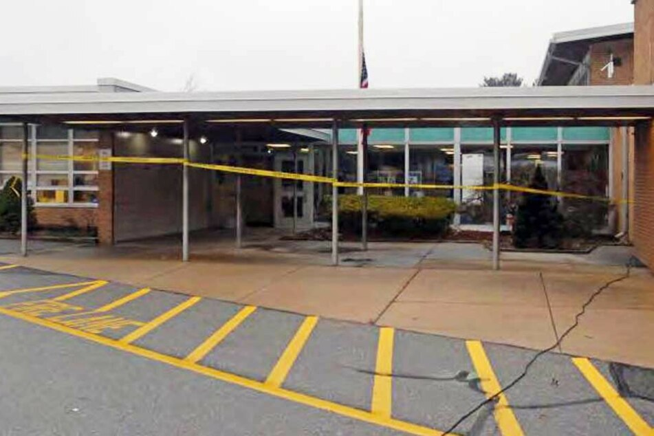 An der Sandy-Hook-Schule in Newton im US-amerikanischen Bundesstaat Connecticut ist einen Bombendrohung eingegangen. (Symbolbild)