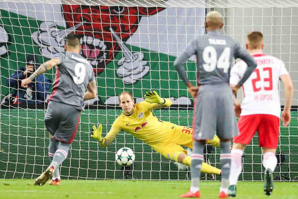 Nach einem Foul von Willi Orban an Lens traf Alvaro Negredo beim anschließenden Elfmeter. RB-Keeper Peter Gulacsi sprang in die falsche Ecke, hatte keine Chance.