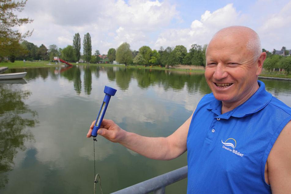 Hatte am Samstag noch nicht viel zu tun: Bad-Leiter Andreas Pinter (64) im  Naturbad Mockritz.