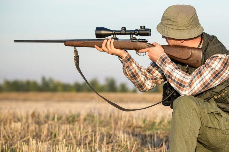 Oma in eigenem Garten von Jäger erschossen? Nun wird der Tatort besichtigt