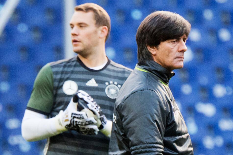 Joachim Löw (r.) gönnt Manuel Neuer und fünf anderen Spielern eine Ruhepause.