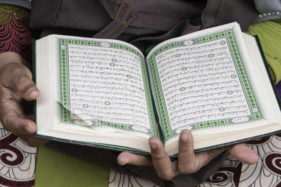 Geisel geschlagen und zum Lernen des Korans gezwungen?