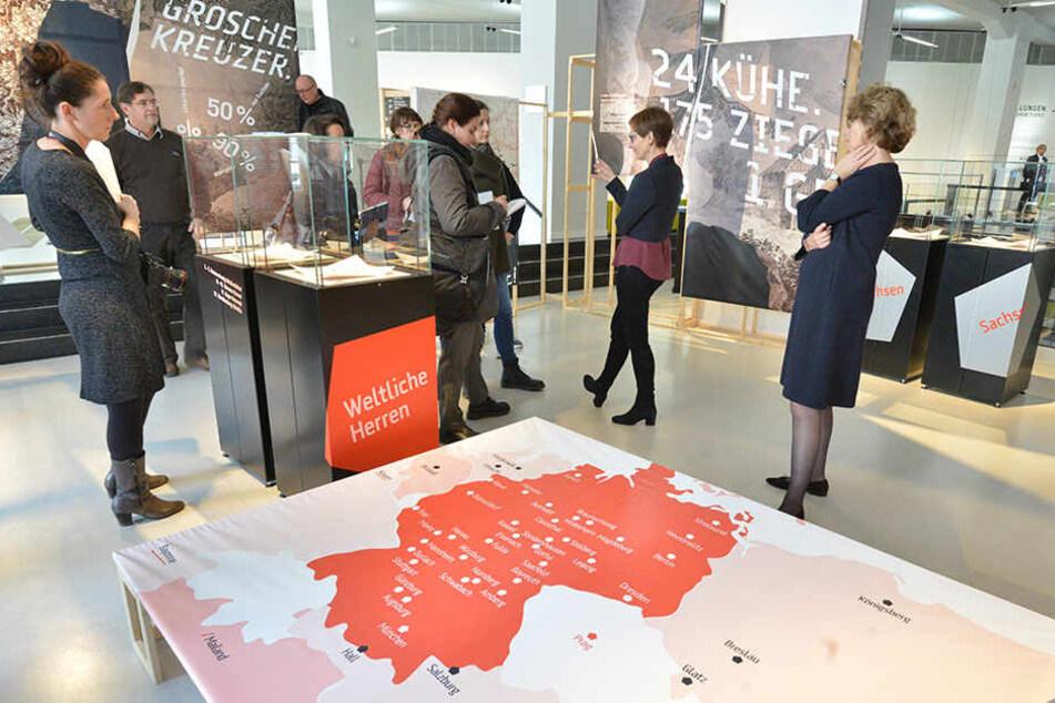 Sensationsfund im smac: Der Silberschatz aus der Sächsischen Schweiz ist nun im Foyer des Chemnitzer Archäologiemuseums zu sehen.